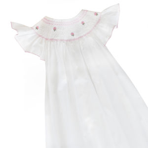 robe unie blanche a smocks manches papillons
